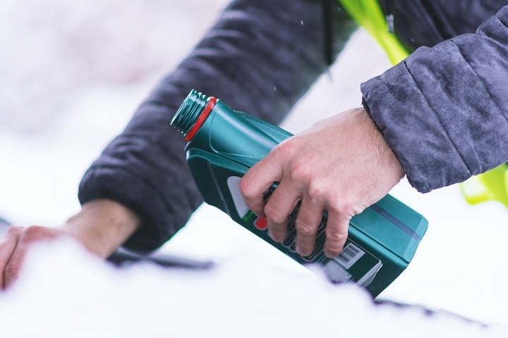 How to Melt Ice: 4 Best Uses of Liquid De-Icers